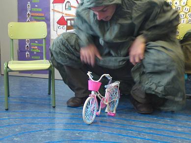 IORINENALOENICI (Igor viene al cole en bici)